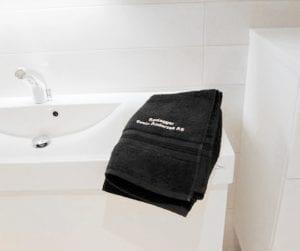 håndkle med logoen til rørlegger svein andersen